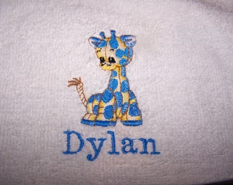 Personalised embroidered bath towel with a blue giraffe (100% cotton)