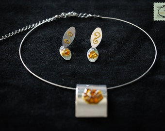 Ornament choker and earrings, small orange glasses and gilding on silver metal