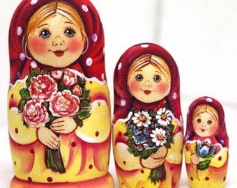 Nesting doll - Girl with roses - matryoshka russian babushka dolls - kod457