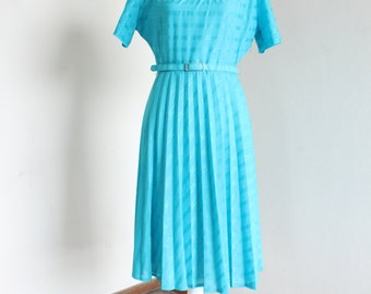Turquoise pleated 70's dress with stripes dessin