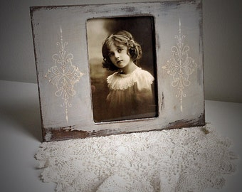 Vintage style weathered gray painted frame