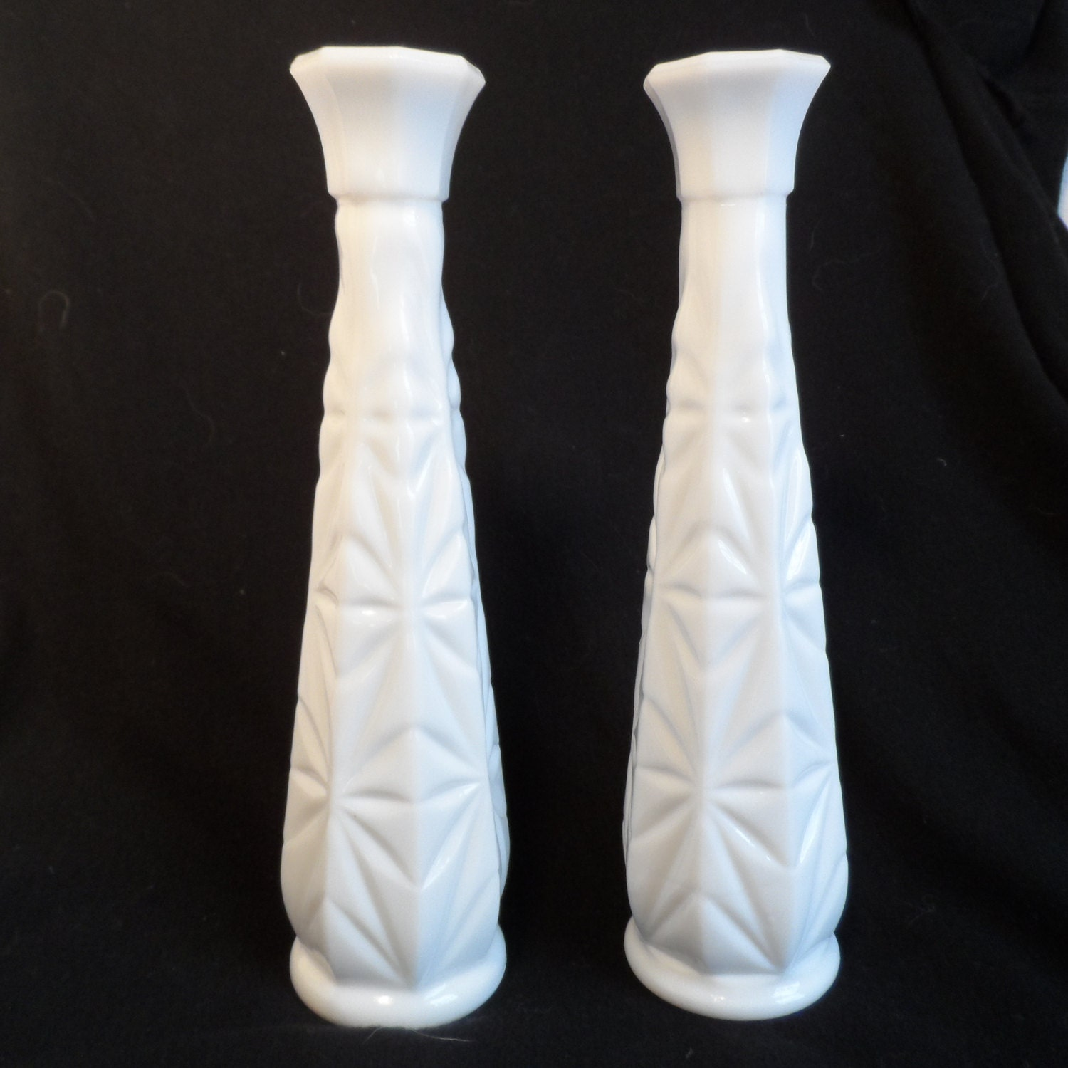 milk glass bud vase tall white glass by bcscollectibles on. Black Bedroom Furniture Sets. Home Design Ideas