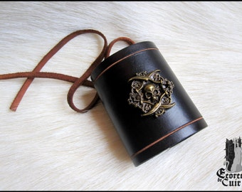 Pirate bracelet leather / leather / skull / jack sparrow / handcrafted / handmade / custom
