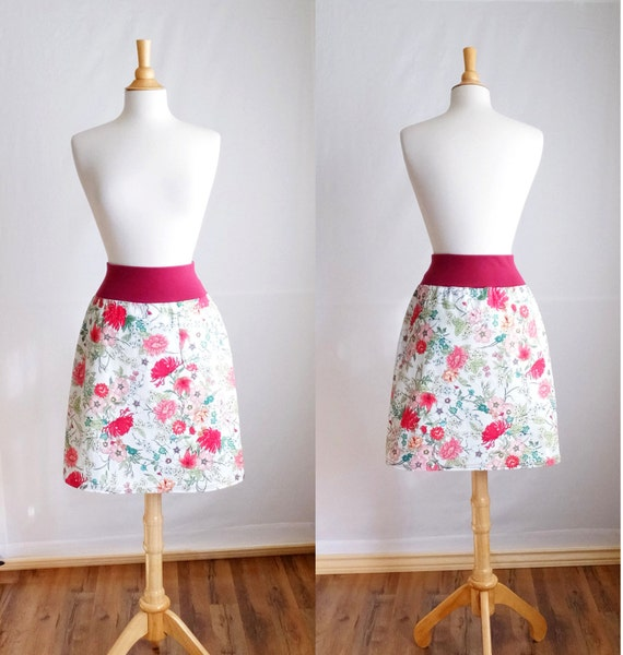 SALE size MEDIUM Women's Red Flower print Aline skirt Botanical Floral Cotton Twill Pull on knee length Skirt with a Pocket