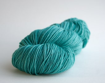 Hand Dyed Yarn, Sock Yarn, Knitting Yarn, Merino Yarn - Nearly Solid, 385yds - Sea Foam