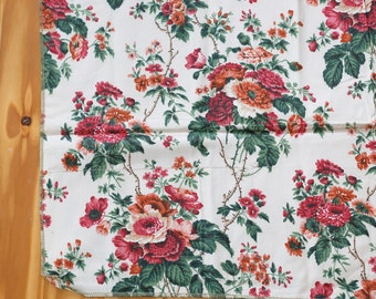 vintage cotton floral fabric - flower bouquets - cottage romantic garden