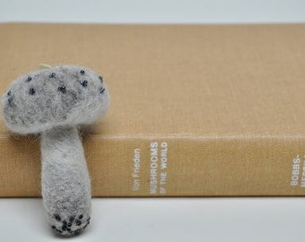 Alice's mushroom, Pincushion, Needle Felted Mushroom, Pincushion in Grey with Beadwork, Desk Home Decor, Wool Sculpture