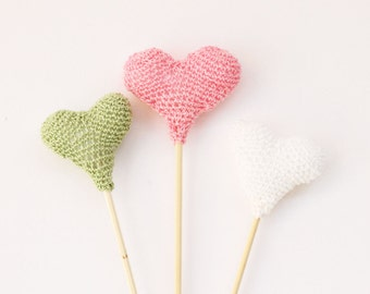 Amigurumi crochet heart cake toppers, crochet amigurumi, crochet heart, amigurumi decoration, miniature heart, crochet decoration