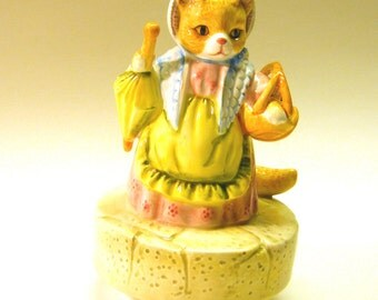 1980 Hand painted Mrs Ribby (cousin cat) - Beatrix Potter Musical Collectibles: The Roly-Poly Pudding