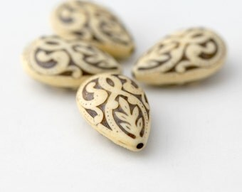 Vintage Cream Tan Ivory Etched Carved Lucite Drop Teardrop Beads 27mm (4)