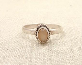 SALE ---- Size 8 Vintage Simple Sterling Moonstone Ring