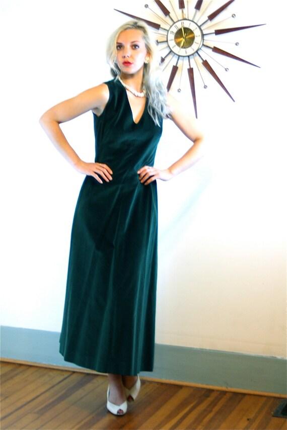 1970s Velvet Maxi Dress/ Vintage 70s Long Gown/ Dark Forest Green Dress/ Sleeveless Dress/ Deep V-Neck/ Ankle Length/ 1970s MAD MEN Party