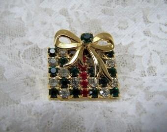 Vintage Rhinestone Christmas Present Pin, Gift Box Brooch, Elegant Costume Xmas Pin, Rhinestone Holiday Jewelry, Gold Ribbon, Gift Box Pin