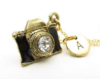 Camera Necklace, Antique Gold Camera Charm with Personalized Stamped Initial Letter, Monogram Necklace, Photography Charm, 3D Camera, Z119