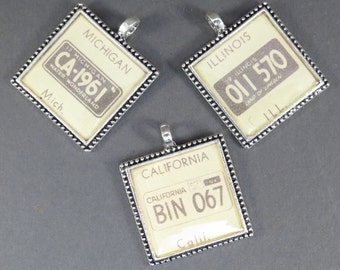 License Plate Bingo Pendant Retro 1950s Image State License Plate Necklace or Key Ring