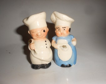 Chefs S&P Shaker Set Cute Big Hatted Italian Type Chef and Baker Cute Vintage Kitchen Duo