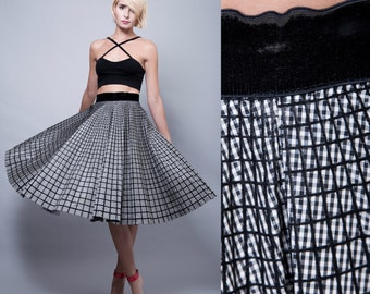 """SALE vintage 50s full circle skirt black white plaid tartan taffeta velvet S (26"""" waist) - Small"""