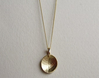 9ct yellow gold mini leaf dish necklace
