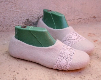 Women slippers - women's wool shoes - felted slippers with linen lace - bride shoes - handmade - Mother's day gift