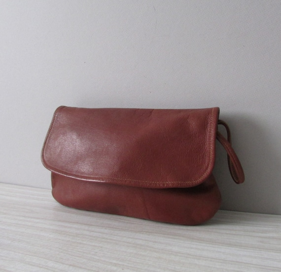 vintage brown leather handbag pouch / clutch / wristlet / zippered / wrist strap / mark