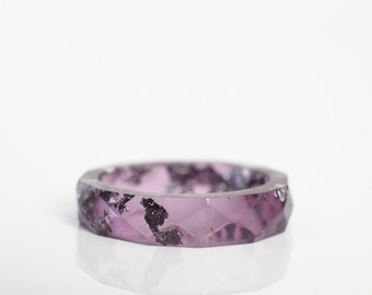 size 7.5 | thin faceted eco resin ring | smoky amethyst purple with metallic silver leaf flakes