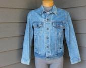 vintage 80's - 90's -Levi's- 4 pocket denim jacket - 'trucker'. Limited edition - Leather tab and label. USA made. Medium