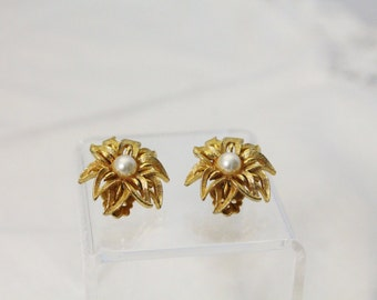 Beautiful Golden Flower With Faux Pearl Earrings - Clip On