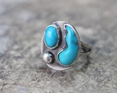 Turquoise RING / Size 6 1/4 / Abstract Southwest Jewelry / Vintage Sterling Silver Ring