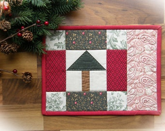Quilted Mug Rug - Little Christmas Tree with hand-quilting
