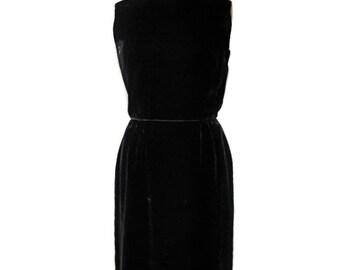 vintage 1960s little black velvet dress / A Dress Up by Ronnie / wiggle dress / holiday dress / mad men / women's vintage dress / size 15