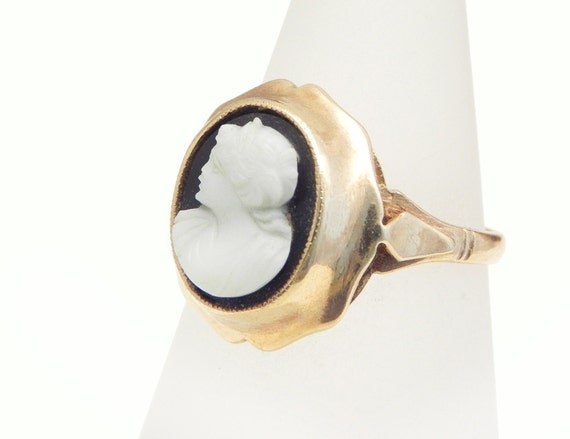 K Hardstone Cameo Diamond Ring