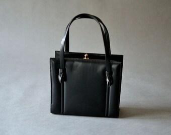 Vintage black handle bag hand bag purse faux leather vegan fashion accessories