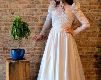 Vintage Wedding Dress - 70s 80s - Ruched - Satin - Small - White - Beads - Pearl Beads