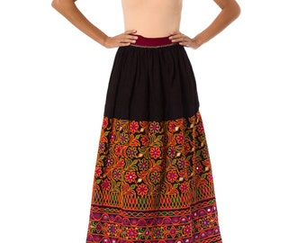 1950s Vintage Vibrant Ethnically Embroidered Long Skirt  Size: M/L