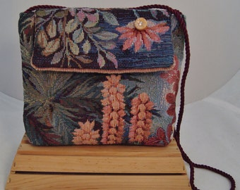 Handcrafted Tropical Floral Print Tapestry Fully-Lined Shoulder Bag with Interior Pocket