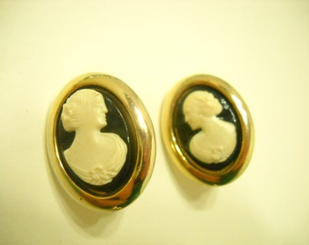Vintage 1962 Cameo Lady Clip Earrings (4834) Sarah Coventry