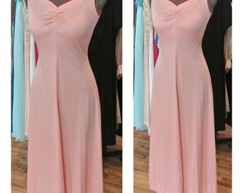 1970s Pink Peach Slip Dress Gathered Sweetheart Neckline Maxi Dress Fit and Flare Vintage Slip Dress Gown Evening Gown