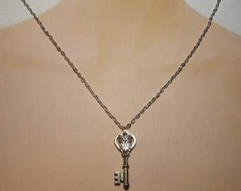 "Skeleton Key Owl Necklace Ornate Antiqued Silver Vintage Style 24"" Chain"