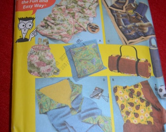 Simplicity 4745 Fleece Pillow in a Quilt Blanket and Carry Bags Sewing Pattern - UNCUT