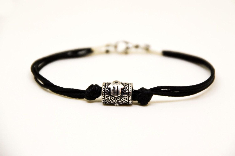 hamsa bracelet pour homme bracelet masculin avec un charme de. Black Bedroom Furniture Sets. Home Design Ideas
