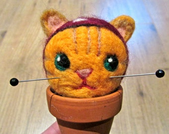 Made to order - Cat needle-holder - Needle felted wool - Natural and ecofriendly