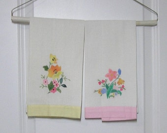 Pair of 1990s Vintage Linen Appliqued & Hand Embroidered Guest or Tea Towels, 21.5 x 13.5 Inches, Vintage Linens, Vintage Applique Towels