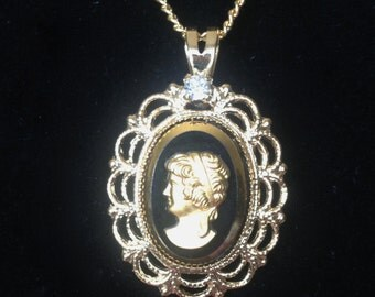 Cameo, lady bust necklace, vintage new.