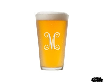 Bridesmaids Beer Glasses, SHIPS FAST, Bridesmaid Pint Glasses, Personalized Pint Glasses, Custom Engraved Pint Glasses, Any Quantity