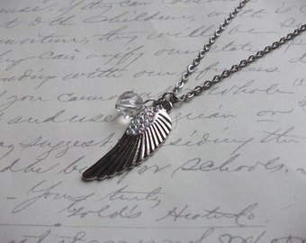 Wing pendant necklace with crystal