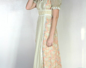 1970's Floral Peasant Pink and Cream Maxi Dress - Lace Detailing - Size Medium