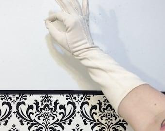 Deadstock 1950's Lemon Cream Fabric Gloves Size 7 1/2, Pin Up, Rockabilly, Vintage Finger Gloves 1960's Nylon Gloves, Ivory Rockabilly Glove