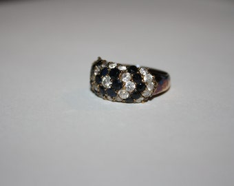 Size 8 Vintage gold tone ring with crystal stones  FREE US SHIPPING