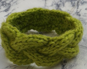 Hand Knit Green Wool Bracelet Fashion Accessory Wool Yarn Knit Jewelry Teen Women Cable Knit Wool Cuff Bangle
