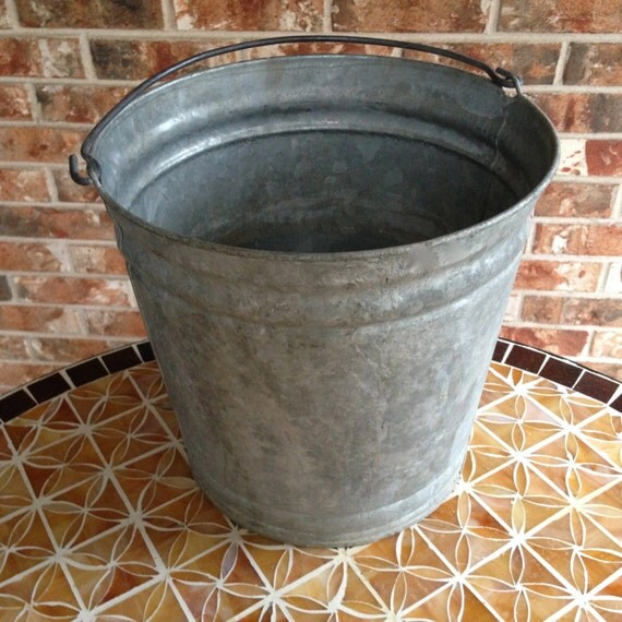 Vintage Galvanized 12 Quart Bucket With Handle